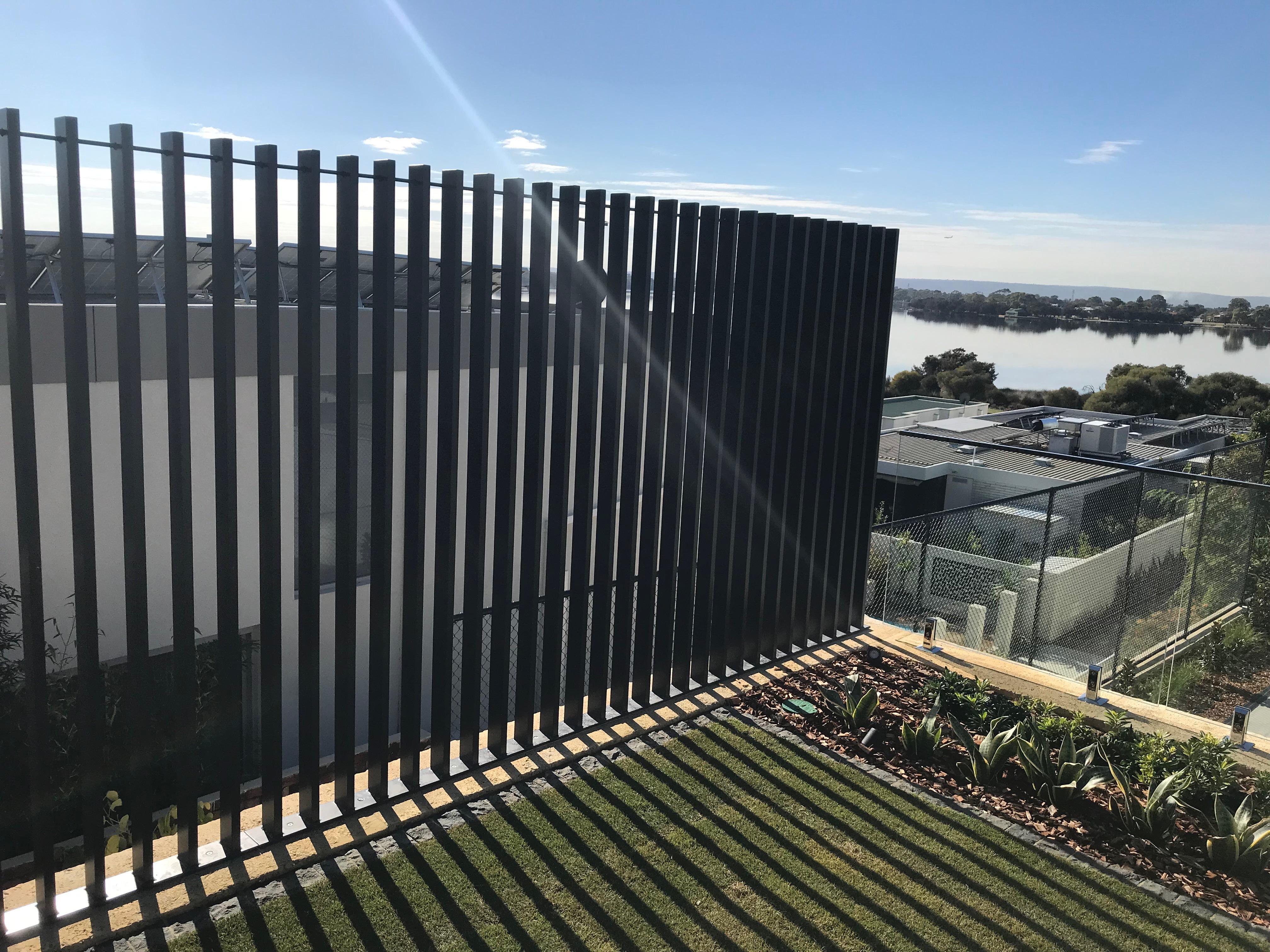 blade fence4