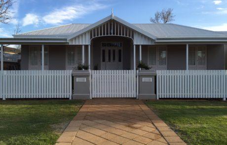 Settler picket fence - white - gate