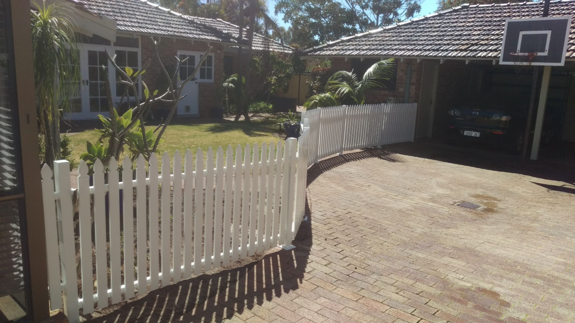 Colonial picket fence and gate - Churchlands - curved