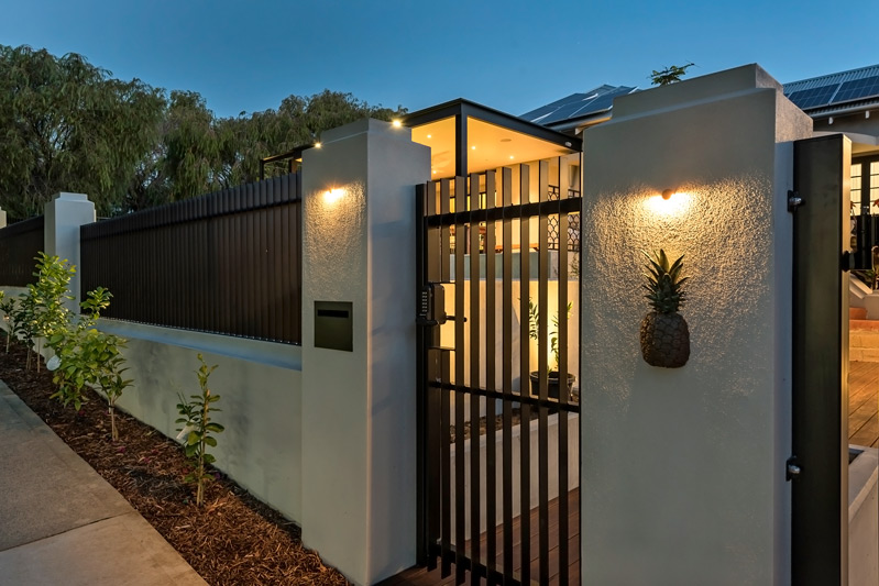 Blade Fencing and Electric Gate - black - letterbox