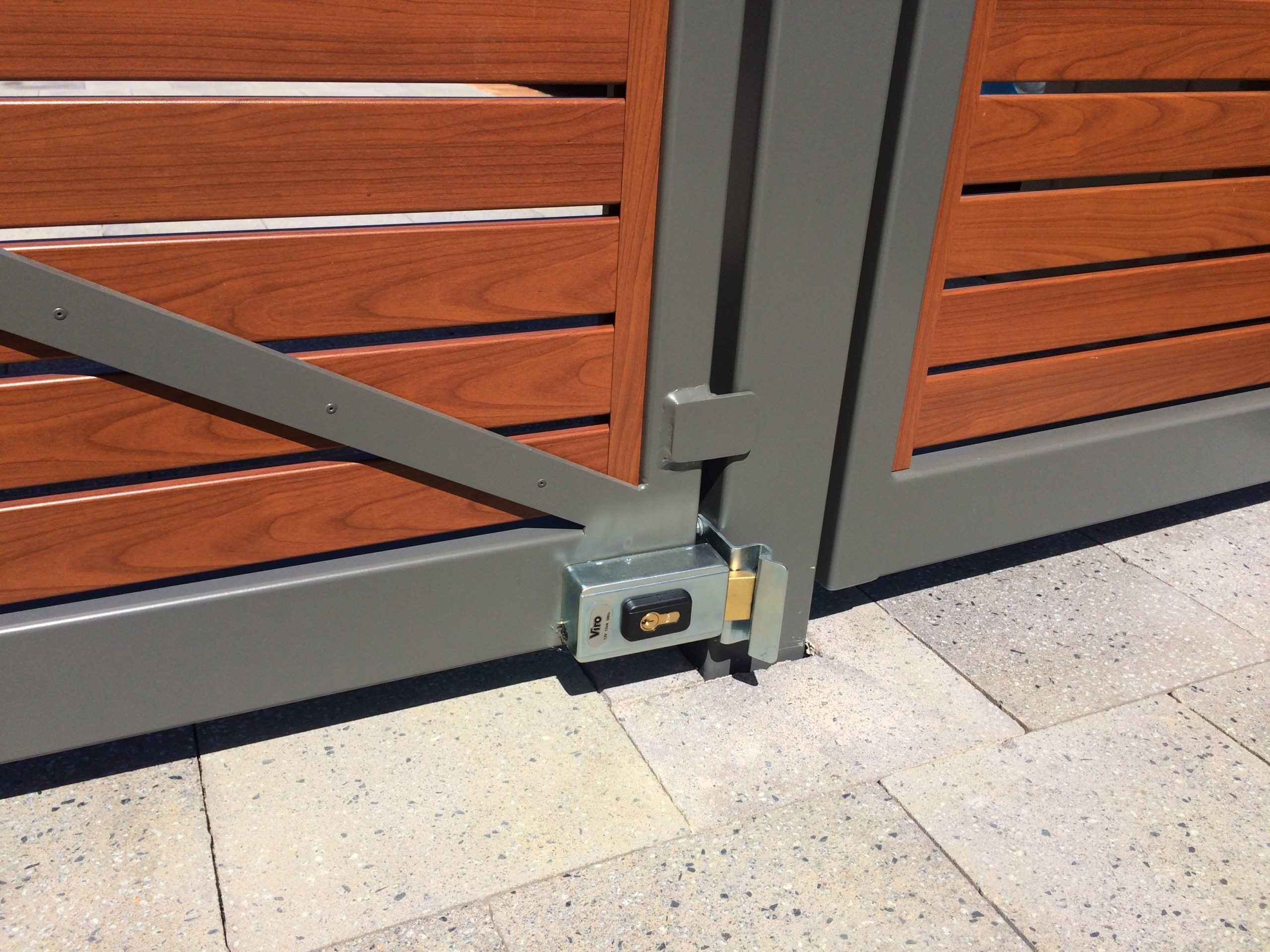 Smartwood Gates – Connolly - lock