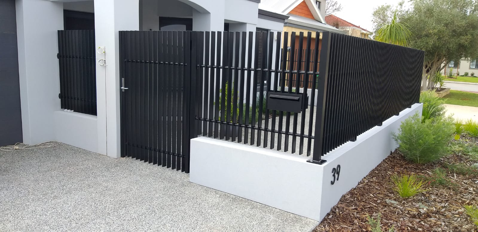 blade fence and gate - black - letterbox
