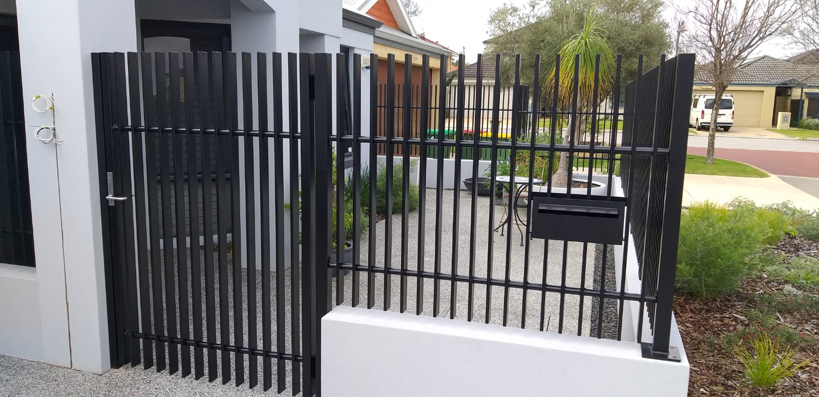 blade fence and gate - black