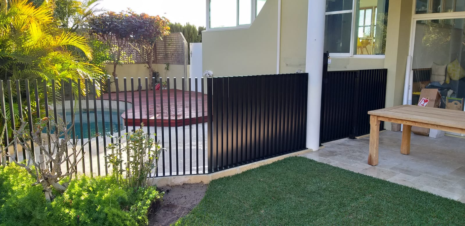blade fence - black - pool side