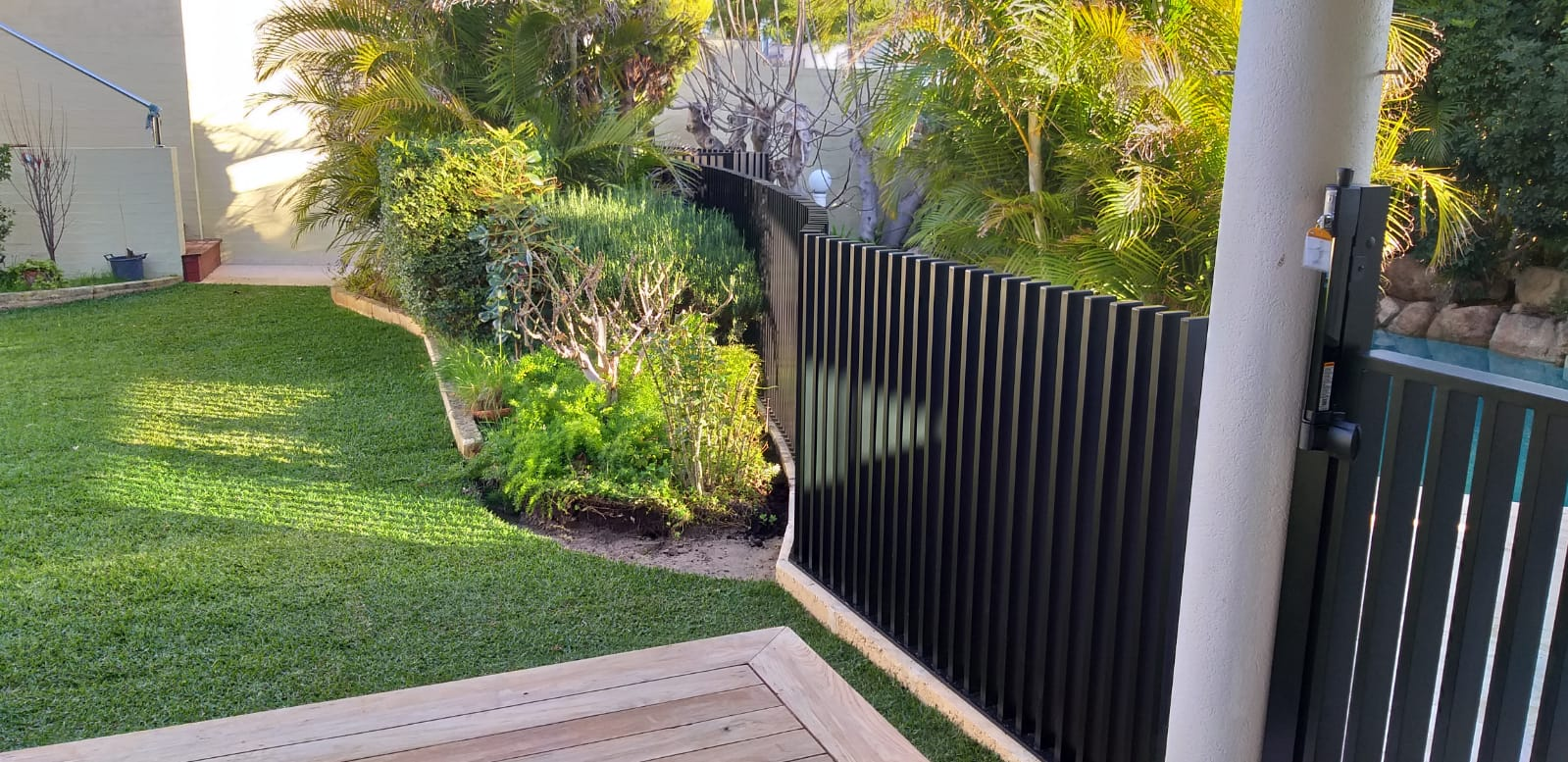 blade fence - curved2