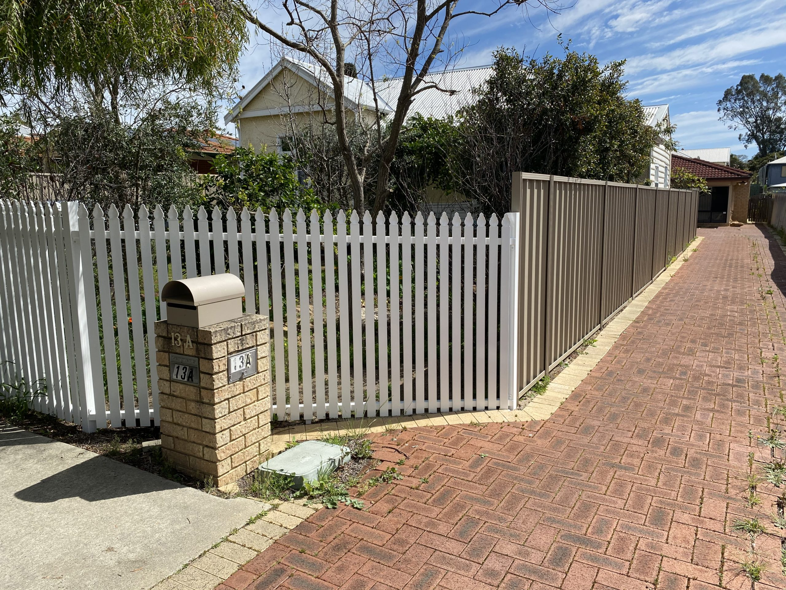 Aluminium Picket Fence - after - colour bond