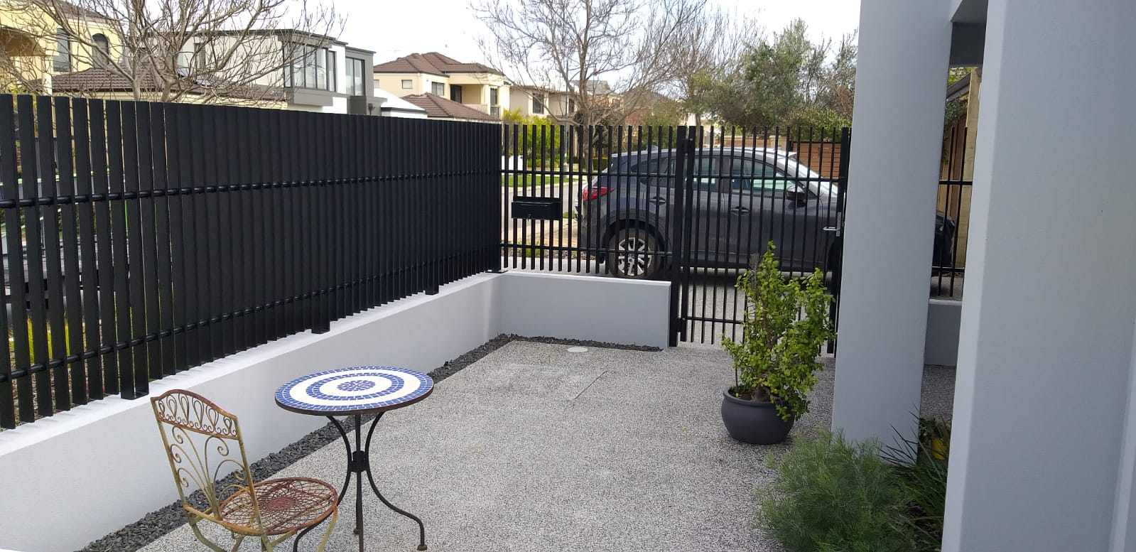 Aluminium Whitby blade fence and gate - black 1