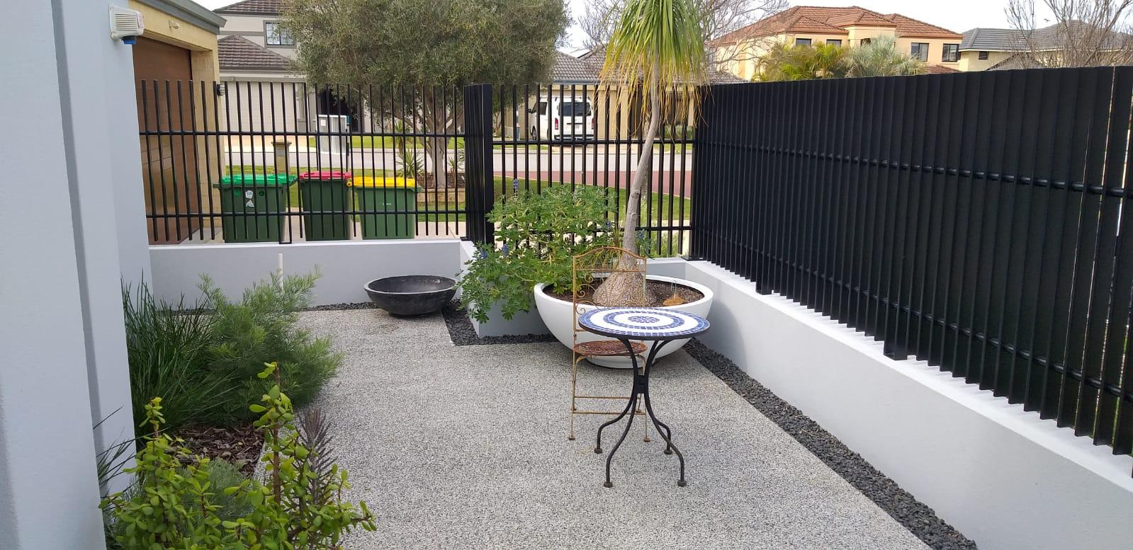 Aluminium Whitby blade fence - black 1