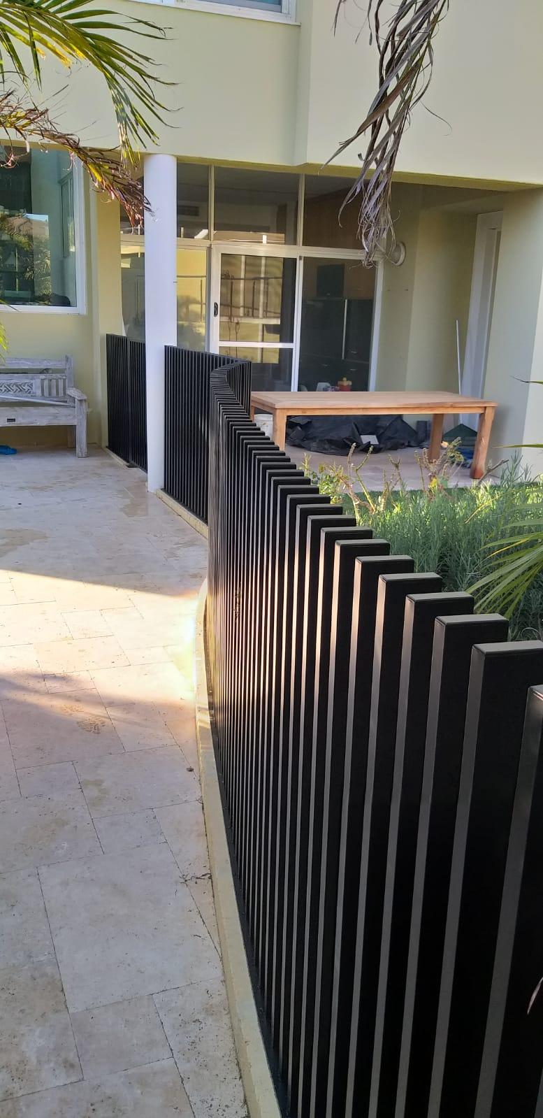 blade fencing - curved - side